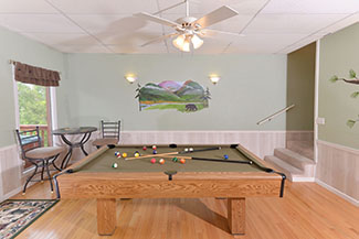 Pigeon Forge THree Bedroom Cabin Rnetal Game Room