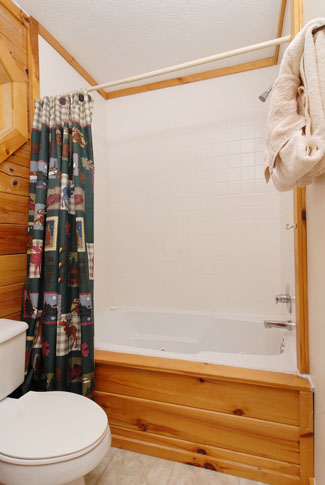 Pigeon Forge Three Bedroom Cabin that features a bathroom with a whirlpool tub