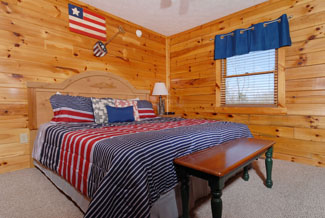 Pigeon Forge Three Bedroom Cabin with a Main Level Bedroom that also features a bathroom with a Whirlpool Area