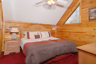 Pigeon Forge Cabin with an upper level bedroom