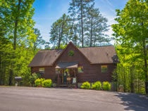 Pigeon Forge Three Bedroom Cabin Rental Convenient to Dollywood and Dolly's Splash Country
