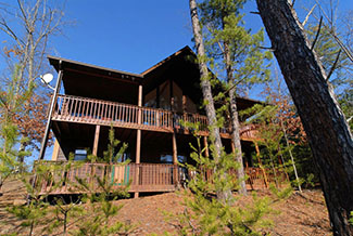 Pigeon Forge Three Bedroom Cabin with Many Amenities
