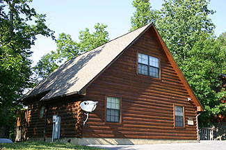 Pigeon Forge Vacation Cabin Rental with Indoor Yearly Swimming Pool Access