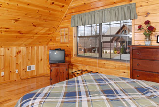Pigeon Forge Two bedroom Vacation Cabin Rental convenient to area attractions like Dollywood