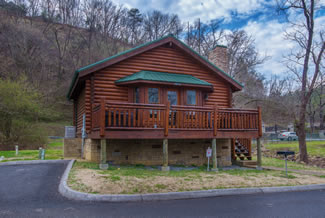 Pigeon Forge Cabin Rental Convenient to the Little Pigeon River and Pigeon Forge Attactions