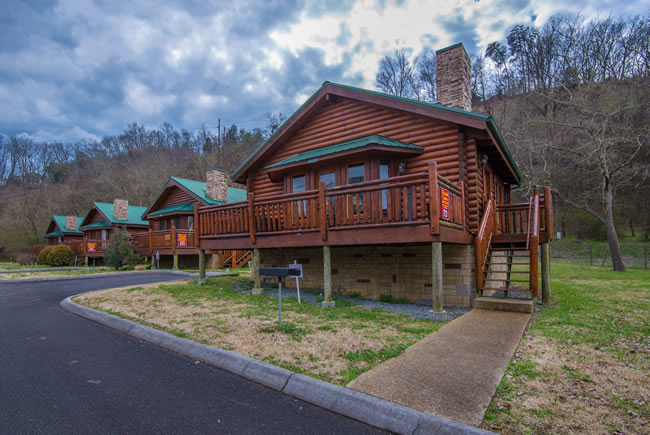Pigeon forge one bedroom log cabin rental convenient to pigeon forge parkway for 1 bedroom cabin rentals in pigeon forge