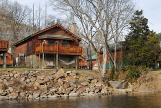Pigeon Forge Riverfront Vacation Cabin Rental Convenient to Area Atttractions lik Dollywood-Aqaurium-Great Smoky Mountains National Park