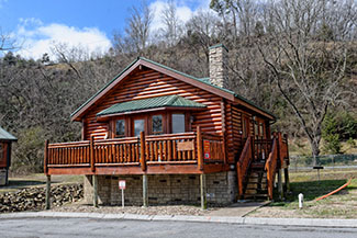 Pigeon Forge One Bedroom River Cabin with a whirl pool and hot tub convenient to the Pigeon Forge Parkway