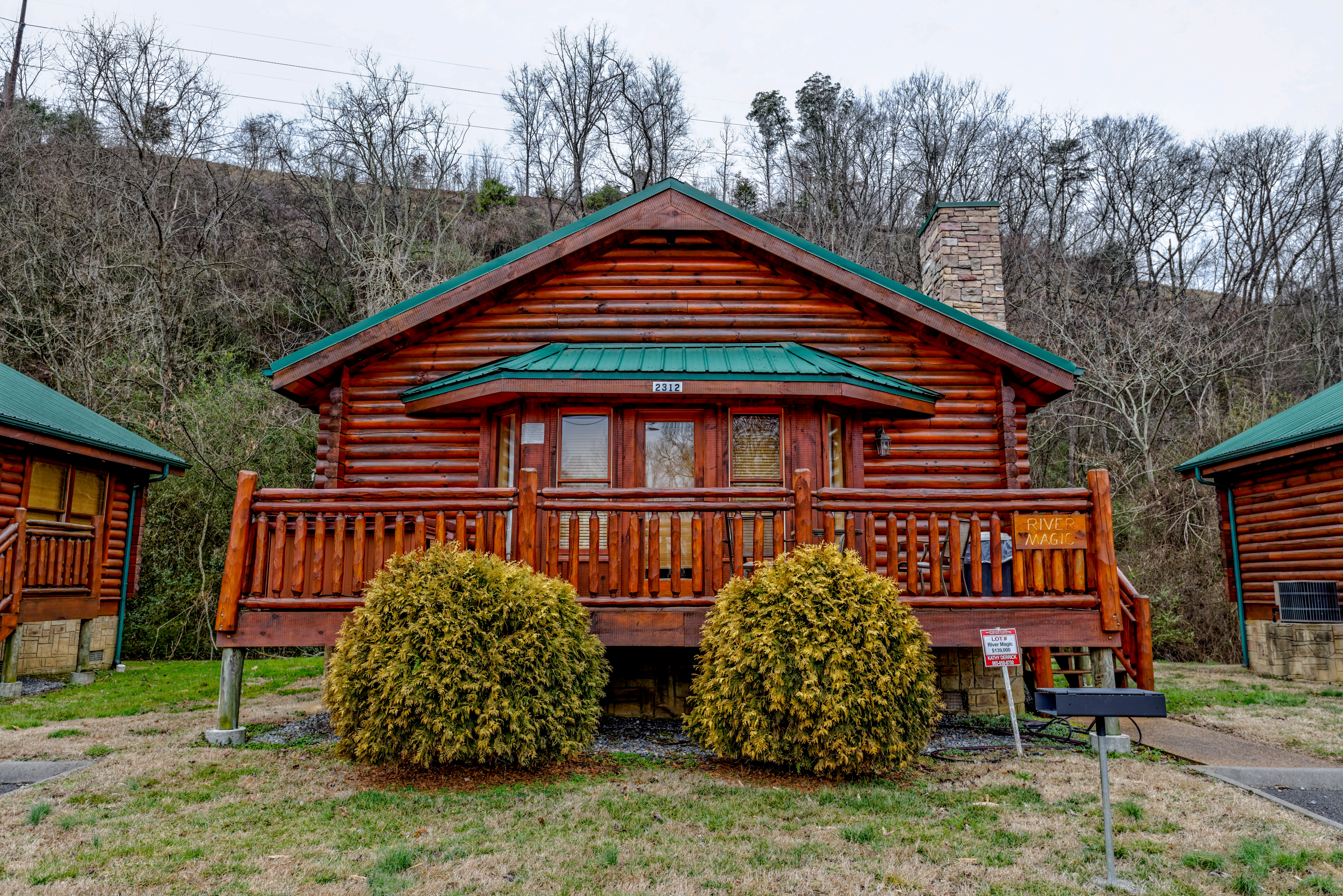 Pigeon Forge Studio Cabin Rental with Whirlpool Hot Tub
