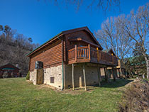 Pigeon Forge Cabin Rental Located Directly on the Little Pigeon River