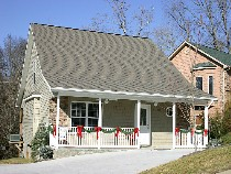 Pigeon Forge Chalet Rental on the Little Pigeon River Convenient to the Pigeon Forge Parkway