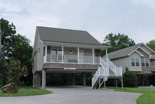 Pigeon Forge Two bedroom Two Bathroom Cottage on the Little Pigeon River