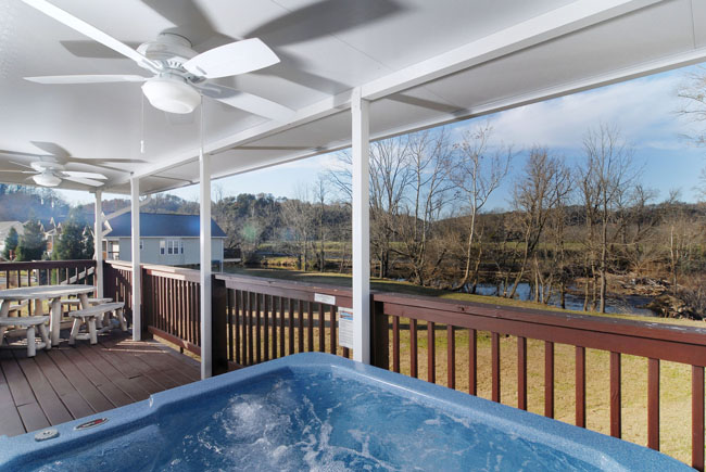 Pigeon Forge Riverfront Chalet with a Covered Porch