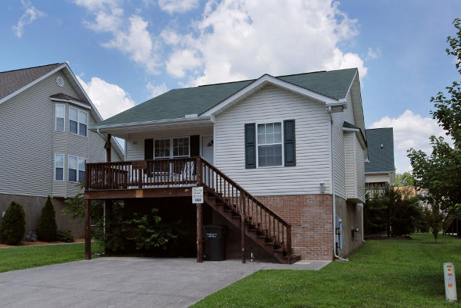 Two Bedroom Pigeon Forge Cottage Convenient to Area Attractions