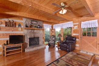 pigeon forge two bedroom cabin rental convenient to pigeon forge