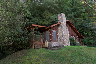 Pigeon Forge Two Bedroom Conveient Cabin Rental
