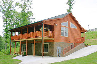 Convenient Four Bedroom Fireside Chalets Tennessee Vacation Cabin Rental in Pigeon Forge