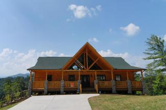 Pigeon Forge Cabin Rental with Four Bedrooms with a Mountain View