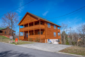 Sevierville Luxury Thre Bedroom Cabin Rental in the Oaks near Douglas Lake