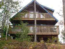 four bedroom cabin iwth swimming pool access