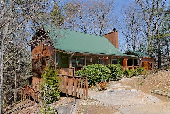 Six bedroom affordable vacation cabin rental in pigeon forge