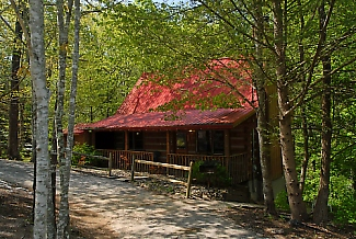 Pigeon Forge Cabin Located Conveniently to the main parkway in a quiet secluded area