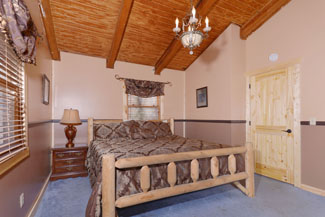 Pigeon Forge Three Bedroom Cabin Rental that features a bedroom in the Upper Level Area