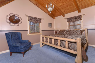 Pigeon Forge Three Bedroom Cabin Rental that features a Bedroom In the Upper Level