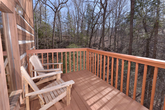 Pigeon Forge Outdoor Quiet and Peaceful Deck Area to Relax