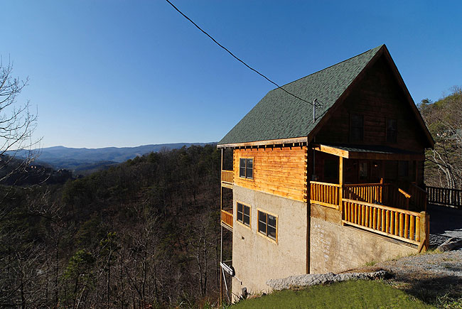 Pigeon Forge Three bedroom Three Bathroom Cabin with a Big Mountain View