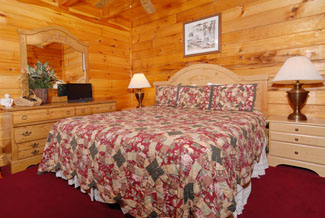 Pigeon Forge Four Bedroom Cabin with a King Size Bed in the Bedroom