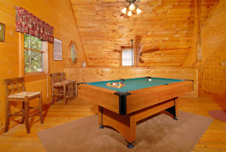 Pigeon Forge Cabin that features a pool table