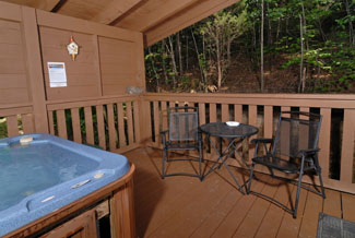 Pigeon Forge Cabint that is convenient to the main parkway that has a seating area located beside the hot tub