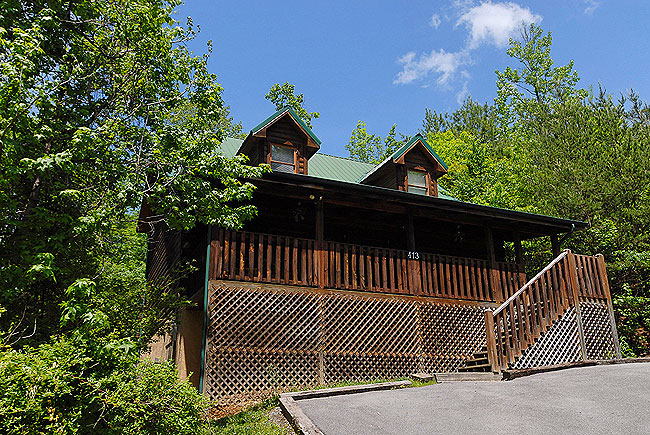 Smoky Mountain Tennessee Vacation Four Bedroom Cabin Rental in Pigeon Forge