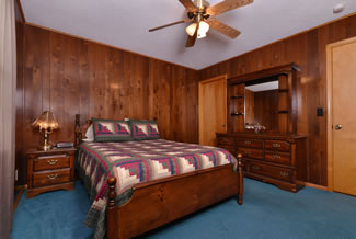 Pigeon Forge Cabin Rental that features a Queen Size Bedroom