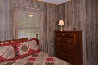 Pigeon Forge Cabin Rental with a Queen Size Bedroom