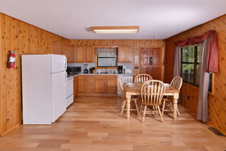 Pigeon Forge Cabin with a Fully Equipped Kitchen with the dinning room table