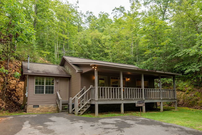 Lisa S Lakehouse Pigeon Forge Two Bedroom Cabin Rental Lake
