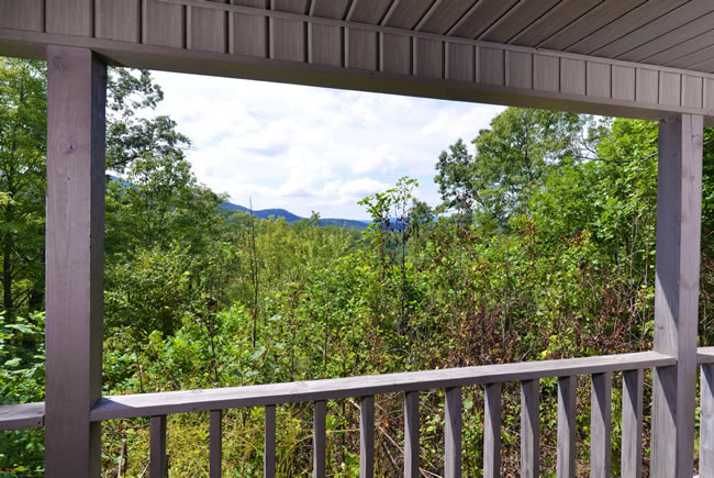 Pigeon Forge Cabin Rental that features a good mountain view
