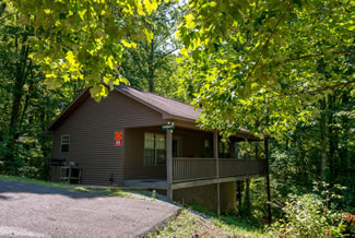 Pigeon Forge Secluded One Bedroom Cabin Rental with a Mountain View
