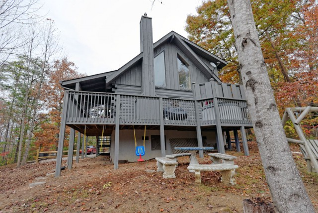 Pigeon Forge Two Bedroom Cabin Rental in Shagbark