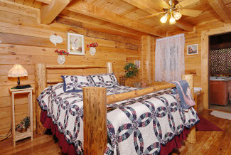 Pigeon Forge Secluded Queen Size Bed Bedroom