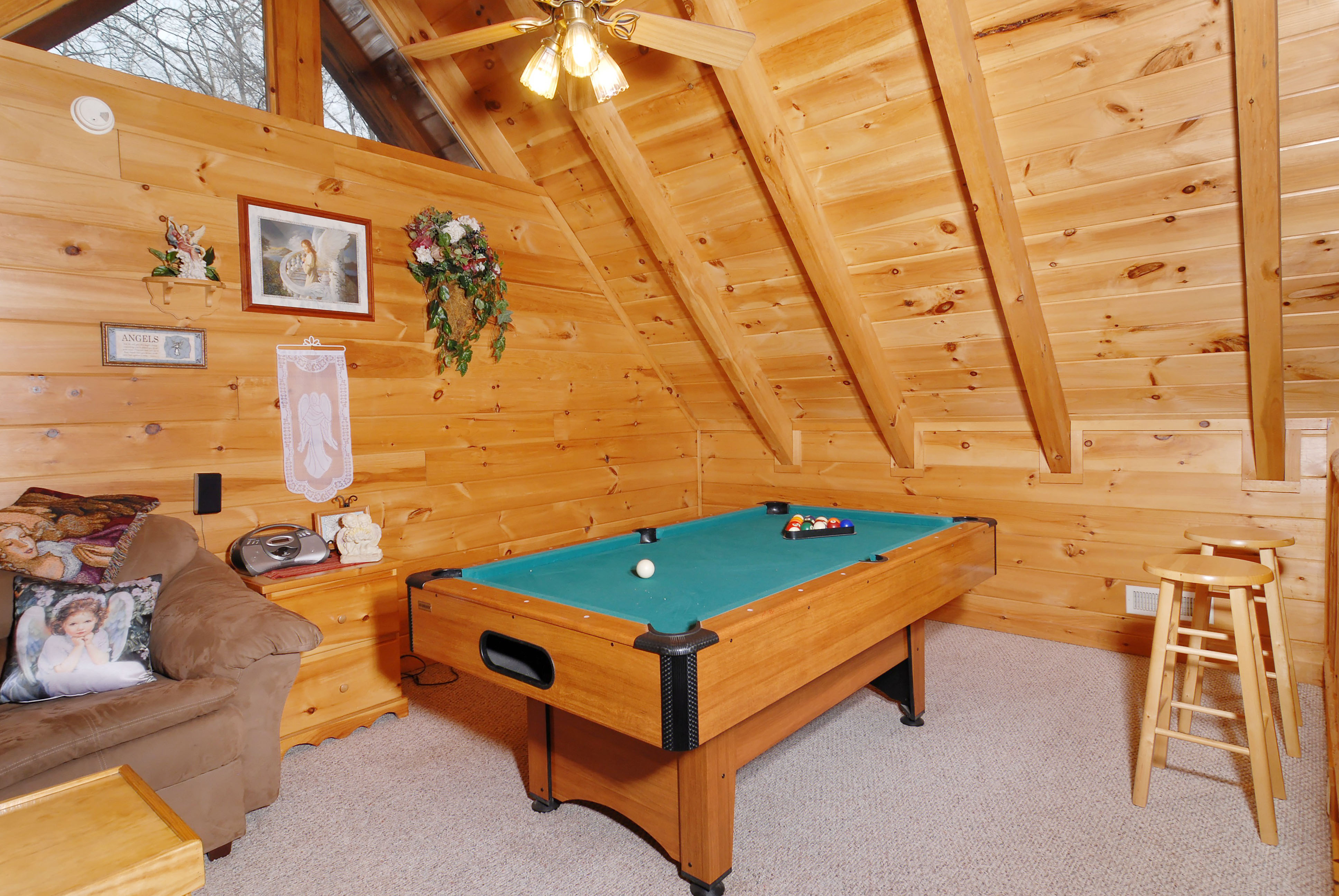 Heaven 39 s nest sky harbour 950 secluded pigeon forge for Smoky mountain cabins with fishing ponds