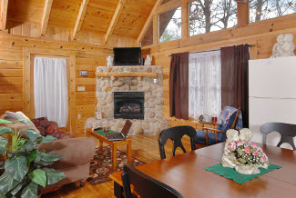 Pigeon Forge Living Room One bedroom Cabin