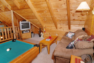 Pigeon Forge Pet Friendly Pool Table Cabin