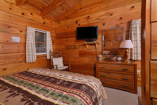 Tennessee Cabin Rental Master Suite with King Size Bed