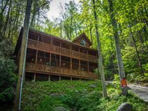 Gatlinburg Three Bedroom Cabin Rental that is Convenient to Downtown Gatlinburg-Ripleys Aquarium-Gatlinburg Space Needle-Great Smoky Mountains National Park