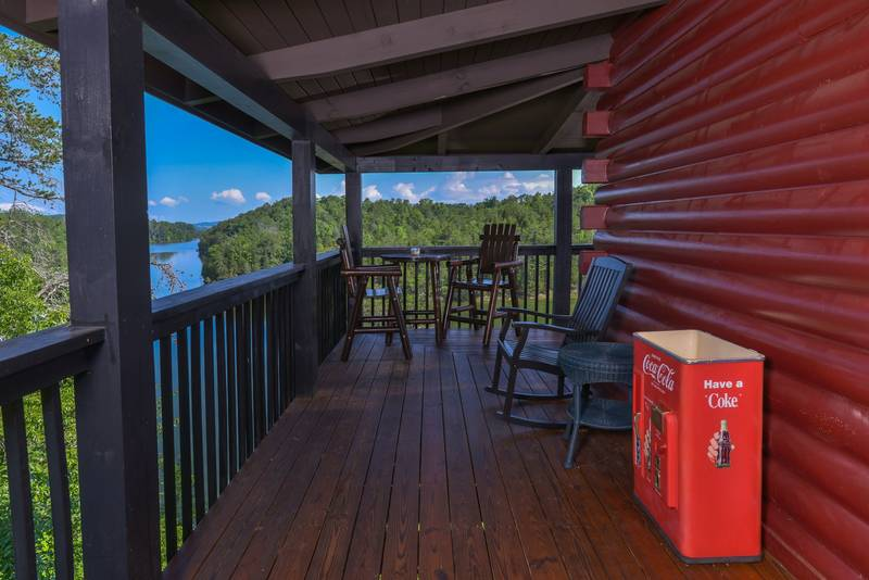 Two Bedroom Lake Front Cabin Rental-Hot Tub-Private Dock