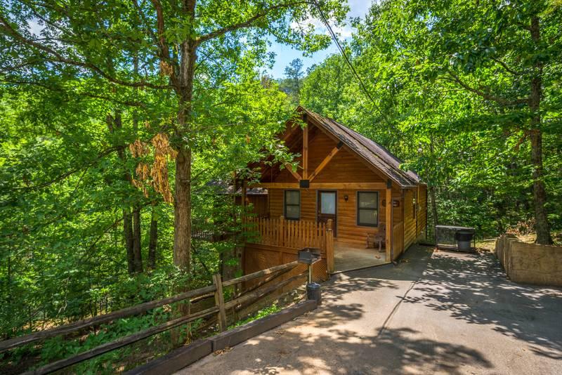 Allen Hideaway -1 Bedroom Cabin Rental- Pigeon Forge, Tennessee