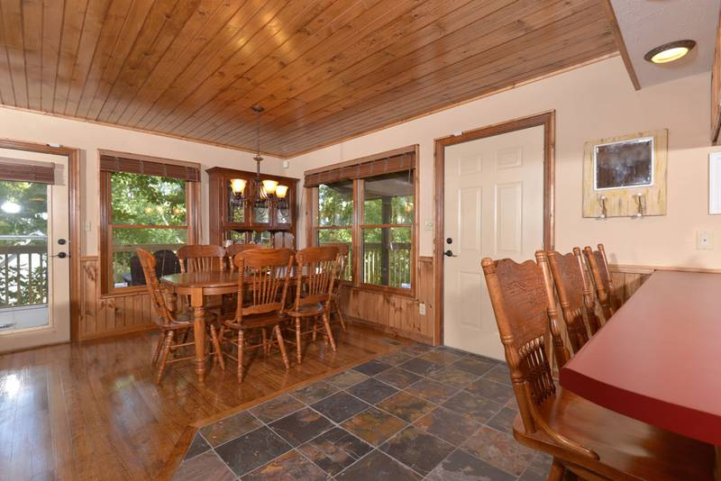 Dinning Area in Pigeon Forge Cabin Rental